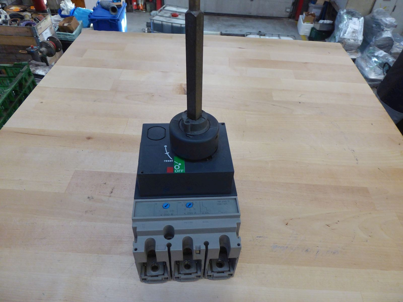 Schneider Electric TM 250 D  /Breaker)